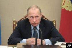 2015年5月27日俄罗斯总统普京在克里姆林宫说,美国干涉国际足联事务
