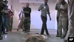 علاقمندی مردم لیبیا به دیدن جسد قذافی