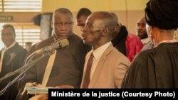 Le chef de l'ex-junte Amadou Haya Sanogo devant la cour d'assises de Sikasso, dans le sud du Mali, le 30 novembre 2016.