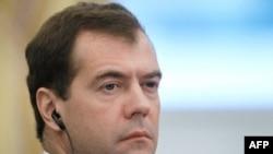 Медведев прибыл в Лиссабон