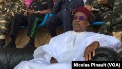 Meeting de campagne du président sortant du Niger Mahamdou Issoufou, 18 février 2016 (VOA/Nicolas Pinault)