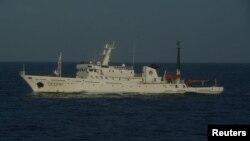 25일 센카쿠 열도, 중국명 댜오위다오 영해에 진입한 중국 해양감시선.