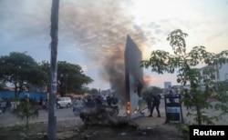 کنشاسا کے شہریوں نے پراسرار مینار کو آگ لگا دی۔ 17 فروری 2021