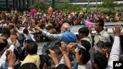 Yeni Başbakan Narendra Modi, yandaşlarının sevinç gösterileri arasında Yeni Delhi'ye ulaştı. Modi, 2001 yılından bu yana Gucarat eyaleti valisiydi.
