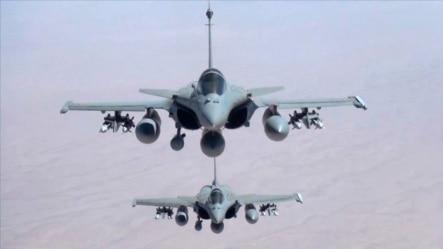 Hình ảnh do Quân đội Pháp ECPAD cung cấp cho thấy hai chiếc máy bay chiến đấu Rafale bay qua Iraq hôm thứ Sáu, 19/9/2014.
