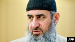 Najmuddin Ahmad Faraj alias Mullah Krekar di Pengadilan Oslo, 14 Agustus 2015 (Foto: dok).
