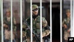 د پاکستان د دفاع وزیر خواجه آصف د مظاهره کوونکو په وړاندې د ځانگړو تدابیرو چمتووالی وښود.