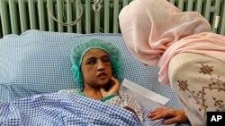 Bộ trưởng Bộ Phụ nữ của Afghanistan đến thăm cô Sahar Gul sau khi cô được cứu thoát