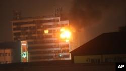 Дім преси у Грозному у вогні після атаки чеченських повстанців