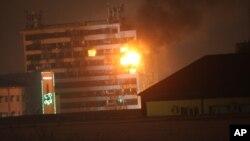 俄罗斯安全部队与车臣激进分子交火, 媒体大楼着火