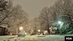 Badai salju melanda sebagian besar wilayah timur Amerika sejak Kamis (2/1) malam.