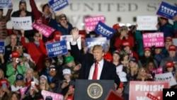 Le président Donald Trump lors d'un meeting de campagne, à Mosinee, dans le Wisconsin, le 24 octobre 2018