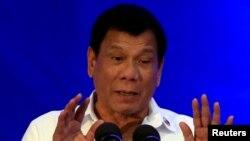 Tổng thống Philippines Rodrigo Duterte đọc diễn văn tại lễ kỷ niệm 80 năm ngày thành lập Cục Điều tra Quốc gia ở Manila, 14/11/2016.
