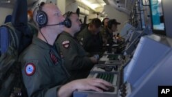 """Chiếc P8-A Poseidon, máy bay trinh sát tối tân nhất của Mỹ, bị hải quân Trung Quốc """"thách thức"""" trong vòng nửa tiếng và nhiều lần yêu cầu máy bay này rời đi hôm 20/5."""