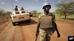 Hội đồng Bảo an Liên Hiệp Quốc ủng hộ một đề xuất triển khai 5,500 binh sĩ gìn giữ hòa bình tới Nam Sudan để bảo vệ thường dân.