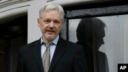 Julian Assange, pria Australia pendiri WikiLeaks, saat berada di London, 5 Februari 2016 (Foto: dok).