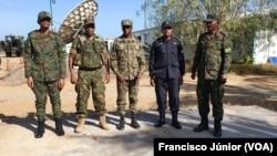 Comandante da Força Ruandesa, vice-comandante da Força da SADC, comandante do Exército de Moçambique, Cristóvão Chume, comandante da Componente Policial do Ruanda e comandante da Força Tarefa