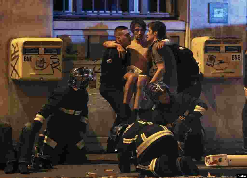 بمب گذاری در سالن کنسرت باتاکلان در رشته حملات پاریس. نوامبر ۲۰۱۵.