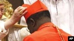 Le Congolais Laurent Monsengwo Pasinya fait cardinal le 20 novembre 2010 par Benoit XVI qui était encore pape à l'époque.