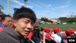 Shunsuke Ijima, a Japanese university student, went to Anaheim, California.