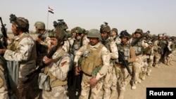 Pasukan keamanan Irak menunggu kendaraan untuk pergi ke Mosul dan melawan militan Negara Islam (ISIS). (Foto: Dok)