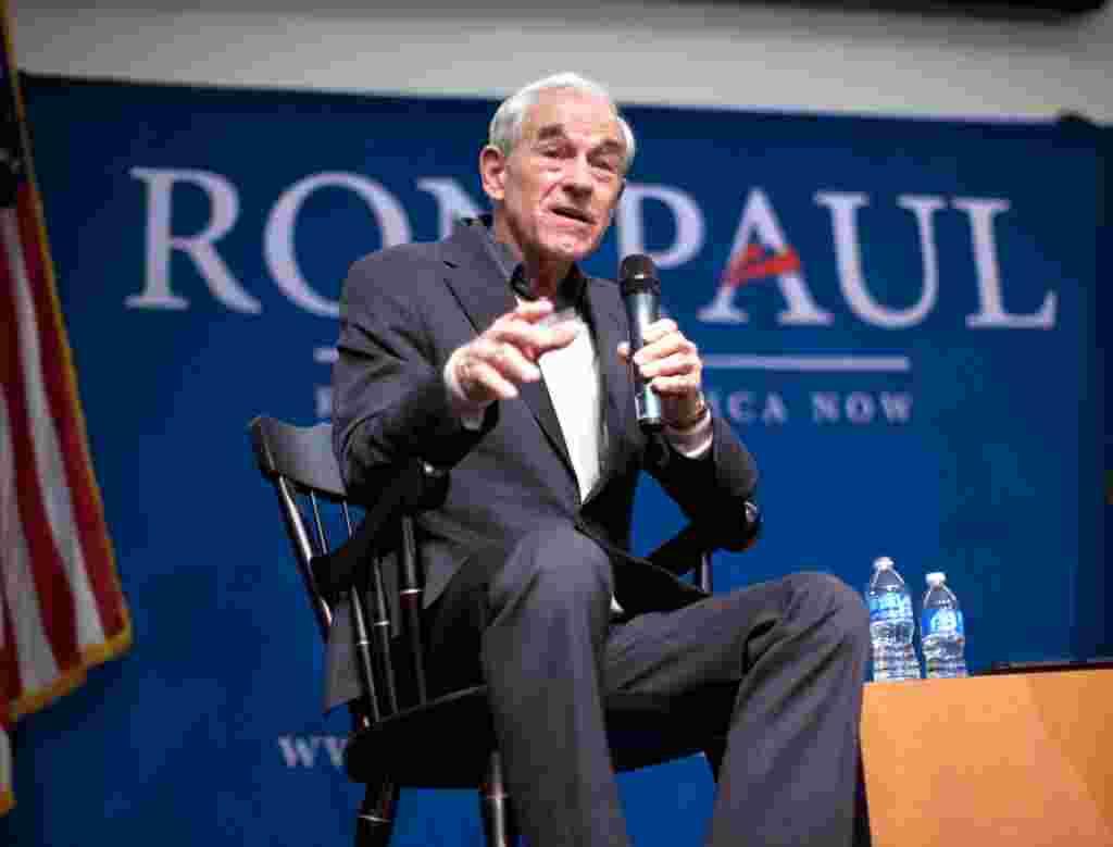 Ron Paul berbicara di University of New Hampshire, 6 Januari (AP).