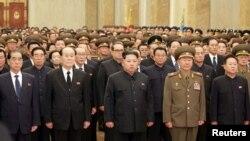 지난 17일 북한 김정일 국방위원장 5주기를 맞아 김정은 노동당 위원장이 금수산태양궁전을 찾았다고 관영 조선중앙통신이 전했다.