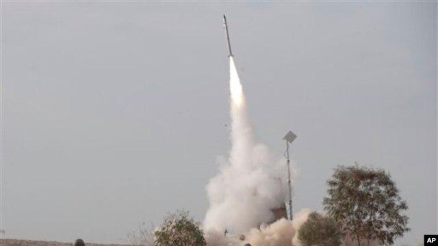 """Menurut beberapa laporan, serangan udara Israel ke wilayah wilayah Suriah dilakukan terhadap konvoi yang mengangkut rudal anti-pesawat ke dalam wilayah Libanon, tetapi Suriah mengatakan jet Israel menghantam sebuah """"pusat penelitian ilmiah"""" di luar Damaskus (foto: Dok)."""