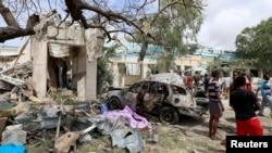 Hali ilivyokuwa kwa raia na magari ambayo yaliharibiwa kabisa na mlipuko wa bomu uliotokea Wilaya ya Hodan, Mogadishu,