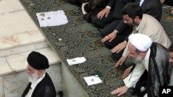 علیه دولت احمدی نژاد چندین پرونده اختلاس مطرح شده است.