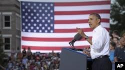13일 버지니아 로어 노크 소방서 앞에서 선거 유세를 하는 바락 오바마 미 대통령