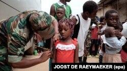 Vacinaçãocontra febre amarela no mercado do 30. Luanda, Angola