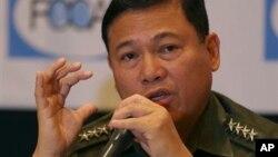 Panglima militer Filipina Jenderal Emmanuel Bautista dalam jumpa pers di Manila.