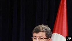 土耳其外交部長艾哈邁德.達武特奧盧星期四在安卡拉對記者發表講話
