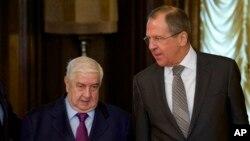 今年2月25日本﹐敘利亞外長穆阿利姆(左)與俄羅斯外長拉夫羅夫在莫斯科會面。(資料圖片)
