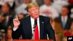 Ứng cử viên tổng thống đảng Cộng hòa Donald Trump phát biểu trong một cuộc mít-tinh ở Madison, Mississippi, ngày 07/3/2016.
