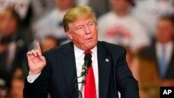 Ứng cử viên tổng thống đảng Cộng hòa Donald Trump phát biểu trong cuộc vận động tranh cử ở Madison, Mississippi, ngày 7/3/2016.