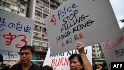 Protesters march near the Tin Hau MTR station in Hong Kong on August 18, 2019, in the latest opposition to a planned extradition law that has since morphed into a wider call for democratic rights in the semi-autonomous city. - Hong Kong democracy activist