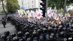 Украинская полиция блокирует митинг сторонников Юлии Тимошенко