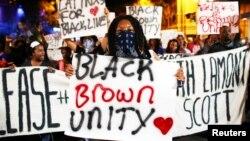 راهپیمایی در اعتراض به کشته شدن یک سیاهپوست، جمعه شب نیز ادامه یافت.