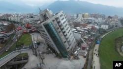 台湾花莲强震之后,救援行动持续进行
