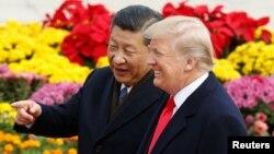 Tổng thống Donald Trump được Chủ tịch Tập Cận Bình nghênh đón tại Bắc Kinh ngày 9/11/2017.