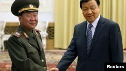 북한 김정은 국방위 제1위원장의 특사로 중국을 방문한 최룡해 인민군 총정치국장이 23일 베이징에서 류윈산 정치국 상무위원과 회담했다. 최 총정치국장은 북한이 중국의 건의를 받아들여 관련국들과 대화에 나서기를 희망한다고 밝혔다.