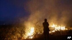 Los incendios en California están contenidos en un 85 por ciento según indicaron los bomberos.