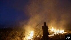 Los incendios en el Norte de California han causado la muerte de una persona y han destruido por lo menos 585 viviendas.