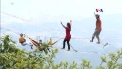SHORT VIDEO: Սլեքլայն. Տպավորիչ համերգ օդում՝ պարանի վրա