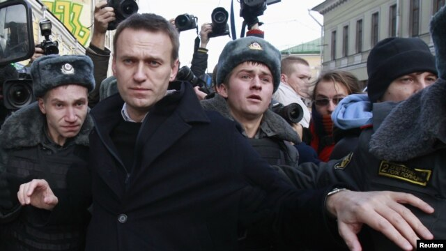 Opposition leader Alexei Navalny is detained by police during a protest march in Moscow, Russia, October 27, 2012.