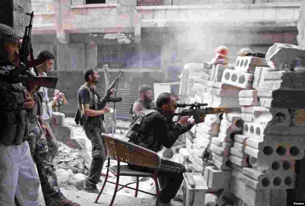 თავისუფალი სირიის არმიის მებრძოლები ალეპოში, 11 ოქტომბერი, 2012