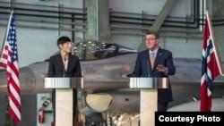 美國國防部長卡特(右)9月9日在奧斯陸與挪威國防部長埃里克森召開記者會(圖片來源:美國國防部)