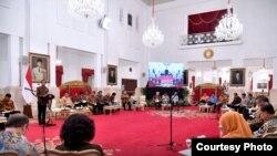 Presiden Joko Widodo menyampaikan amanat nya dalam sidang kabinet paripurna di Istana Negara, Jakarta, Senin 2 Oktober 2017. (Foto courtesy: Biro Pers Kepresidenan RI)